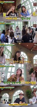 韓国ガールズグループ「TWICE」のメンバーは、ご飯をしっかり食べるところから朝をスタートさせた。(提供:OSEN)