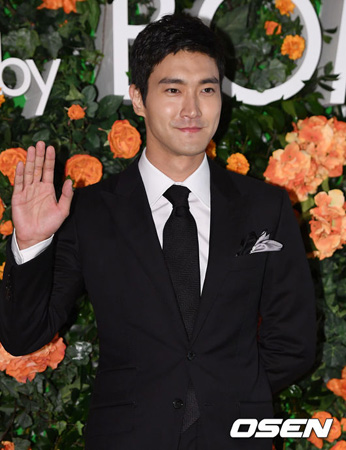 韓国アイドルグループ「SUPER JUNIOR」のメンバー、チェ・シウォン(30)が過去、日本ファンクラブ用のインタビューで豊臣秀吉を言及し、いまになって韓国で波紋を呼んでいる。(提供:OSEN)