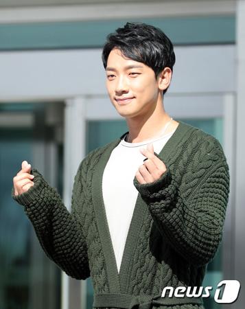 韓国歌手Rain(ピ、35)が「THE UNIT」出演に至った理由を明かした。