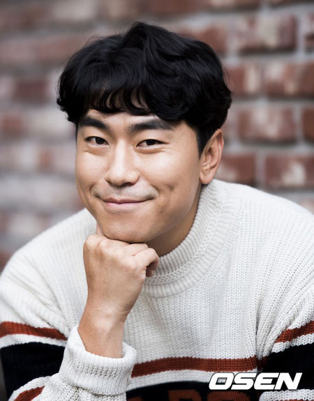 俳優イ・シオン、絆のカメオ…ユ・スンホの「ロボットじゃない」に特別出演
