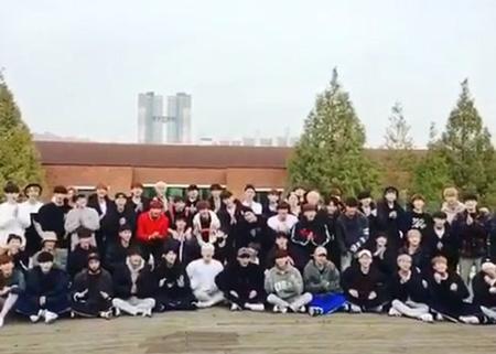 アイドル再起プロジェクト「THE UNIT」のMCを務める歌手Rain(ピ、35)が男性参加者らの祝福に感謝の意を伝えた。(提供:OSEN)