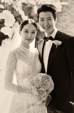 韓国俳優イ・ドンゴン(37)の妻で女優のチョ・ユンヒ(35)側が、お腹の中にいる子について明らかにした。(提供:OSEN)