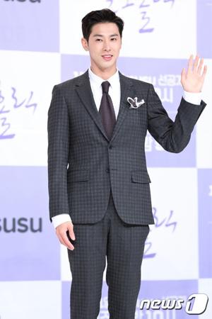 韓国の人気グループ「東方神起」チョン・ユンホ(31)が女優キョン・スジン(29)との呼吸について言及した。