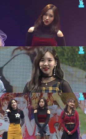 韓国ガールズグループ「TWICE」メンバーが、ファンの熱い反応の中であいさつをした。(提供:OSEN)