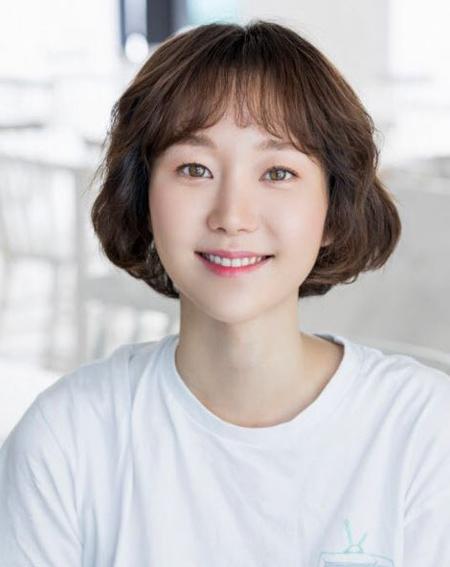 女優イ・ユヨン、突然失った恋人キム・ジュヒョクの遺体安置所から離れず…号泣する姿に周囲も「身体が心配」(画像:風景エンターテインメント)