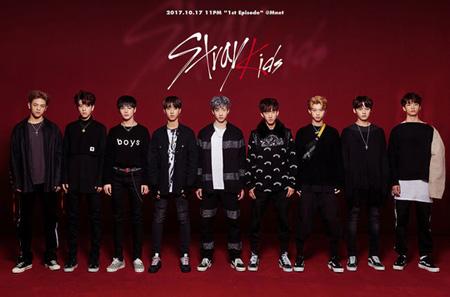 韓国Mnet「Stray Kids」を通してベールを脱いだJYPエンターテインメントの新人ボーイズグループがYGエンターテインメントの練習生と真っ向勝負を繰り広げる。(提供:OSEN)