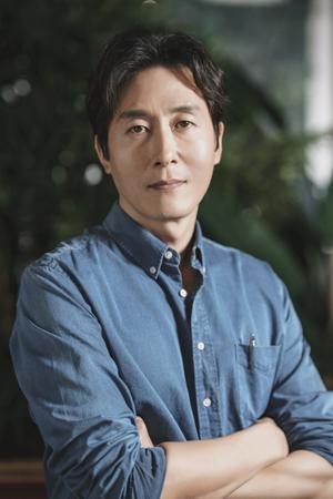 韓国最大映画祭の一つ、青龍映画賞の事務局が俳優の故キム・ジュヒョク(享年45)の悲報を受け、ハンドプリンティングイベントを延期することにした。(提供:OSEN)