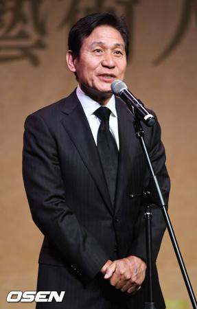 韓国ベテラン俳優アン・ソンギが、俳優の故キム・ジュヒョクを哀悼した。(提供:OSEN)