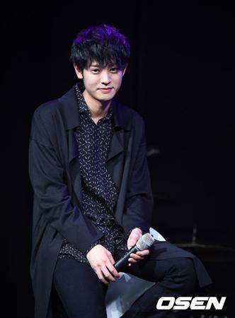韓国歌手チョン・ジュンヨン(28)側が帰国と同時に故キム・ジュヒョクの埋葬地を訪れる予定だと明かした。
