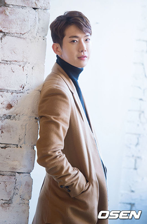 "「2AM」チョグォンが、CUBEエンターテインメントと専属契約を締結して""第2の歌手人生""を始める。 (写真提供:OSEN)"