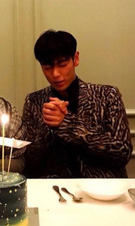 30歳の誕生日を迎えた韓国アイドルグループ「BIGBANG」T.O.Pの近況が公開された。(キャプチャー)