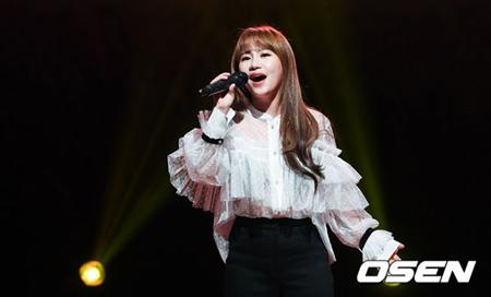 韓国の3人組混成ボーカルグループ「Urban Zakapa」チョ・ヒョナ(28)がアイドル再起プロジェクト「THE UNIT」のメンター(審査員)として活躍している心境を語った。