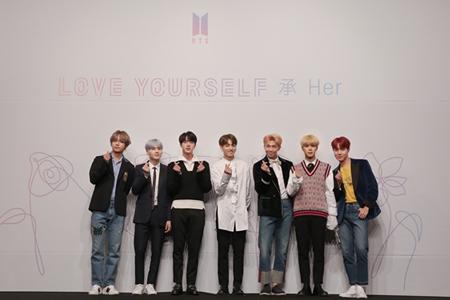 """韓国アイドルグループ「防弾少年団」の「LOVE YOURSELF 承 'Her'」が137万枚の売上枚数を突破し、""""音盤キング""""の底力を見せた。(提供:OSEN)"""