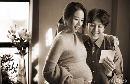 韓国俳優イ・ドンゴン(37)-女優チョ・ユンヒ(35)夫妻がマタニティ画報を公開した。(提供:OSEN)
