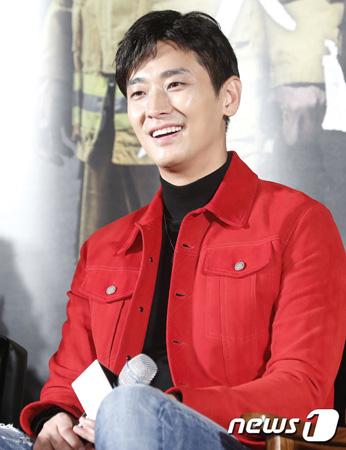 韓国俳優チュ・ジフン(35)がマ・ドンソク(46)と朝食の際いつもベーコンを食した事実を伝えた。