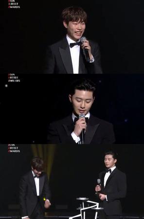 韓国俳優リュ・ジュンヨルとパク・ソジュンが、ベストスター賞を受賞した。(提供:news1)
