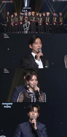 韓国俳優ナムグン・ミン、パク・ヘジン、ユナ(少女時代)、ボーイズグループ「SEVENTEEN」が、ベストアーティスト賞を受賞した。(提供:news1)