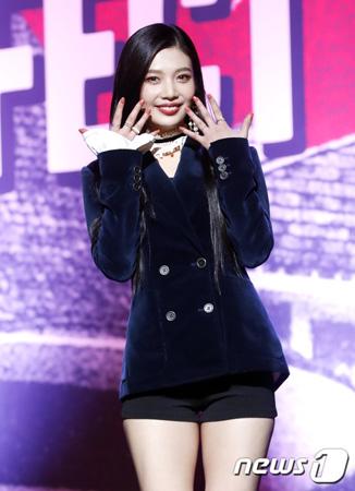 韓国ガールズグループ「Red Velvet」がニューアルバムを引っさげカムバックした中、メンバーのジョイ(21)が「自己管理のため努力した」と語った。