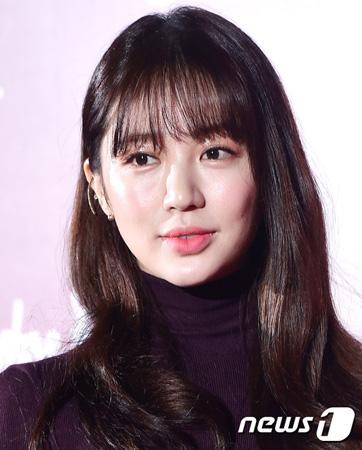 韓国女優ユン・ウネ(33)側が、2015年に起きた衣装デザイン盗作騒動について謝罪した。(提供:news1)