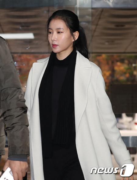 """恐喝・脅迫容疑""""元恋人""""の公判に出廷した女優キム・ジョンミン、「本当に申し訳ない」と涙"""