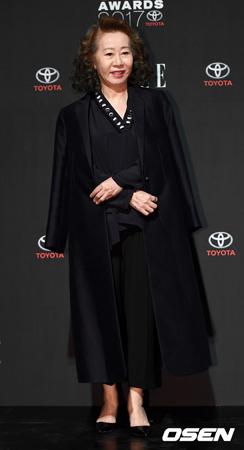 韓国女優ユン・ヨジョン(70)が、アメリカで活動している韓国系アメリカ人女優マーガレット・チョーと共にドラマの撮影をした。(提供:OSEN)