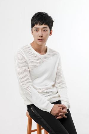 韓国俳優ユン・ジョンフン(33)が、来年1月に放送開始するSBSドラマ「リターン」にキャスティングされた。(提供:OSEN)
