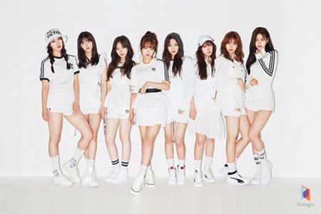 韓国ガールズグループ「Weki Meki」が、1stミニアルバム「WEME」で、2017年にデビューしたガールズグループの中で最高のアルバム販売数を記録した。(提供:OSEN)