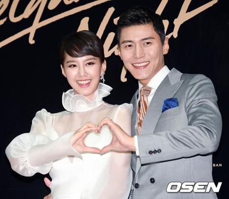 韓国俳優ソン・ジェヒ(37)と女優チ・ソヨン(30)夫妻が出席したイベント会場で火災が起きた。(写真提供:OSEN)