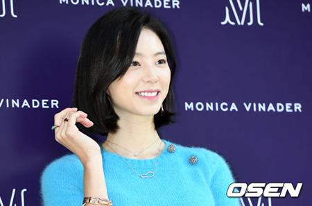 韓国女優パク・スジン(32)が芸能人の特別待遇で保育器の割込みをしたとする主張に関して、サムスン・ソウル病院側が事実ではないと伝えた。