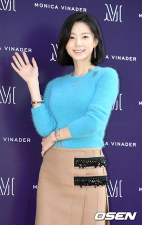 韓国俳優ペ・ヨンジュン(45)の妻で女優のパク・スジン(32)を特別待遇したのではないかという文章の掲載者が、サムスン病院のコメントに反論した。(提供:OSEN)