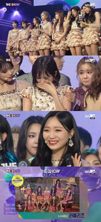 韓国ガールズグループ「LOVELYZ」の新曲「Twinkle」が、音楽番組で1位を獲得した。(提供:OSEN)