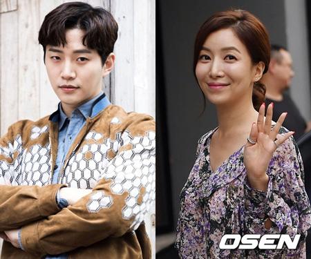 韓国アイドルグループ「2PM」のメンバーで俳優としても活動するジュノと女優ユン・セアがバラエティ番組「知ってるお兄さん」に出演する。(提供:OSEN)
