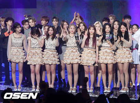 """韓国ガールズグループ「LOVELYZ」が、格別なチームワークで""""1位歌手""""らしい様子を見せた。(提供:OSEN)"""