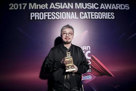 韓国芸能事務所Big Hitエンターテインメントの首席プロデューサー、Pdogg(34)がベストプロデューサー賞を受賞した。(提供:OSEN)