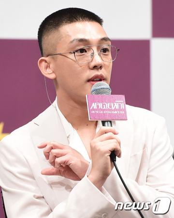 韓国俳優ユ・アイン(31)についてSNS上で「軽躁病」との所見を掲載した精神科医キム・ヒョンチョル氏(42)が謝罪した。