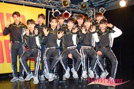 「TRCNG」後列左からハヨン、ウヨプ、シウ、ジフン、テソン、前列左からハクミン、ヒョヌ、カンミン、ジソン、ホヒョン