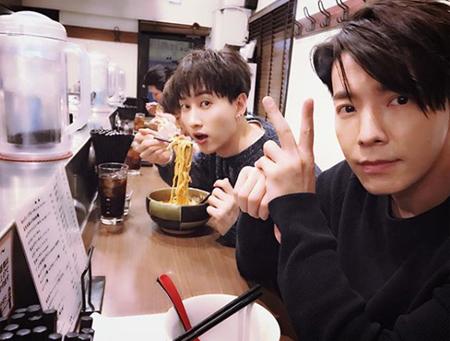 韓国ボーイズグループ「SUPER JUNIOR」メンバーのウニョクとドンヘが、極秘で日本旅行を楽しんだ近況を伝えた。(提供:OSEN)