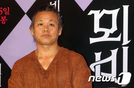女優暴行のキム・ギドク監督、罰金500万ウォンの略式起訴=韓国検察