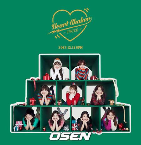 韓国ガールズグループ「TWICE」の「KNOCK KNOCK」ミュージックビデオ(MV)がYouTube選定「2017最高人気ミュージックビデオ(韓国)国内部門」で1位に輝いた。(提供:OSEN)