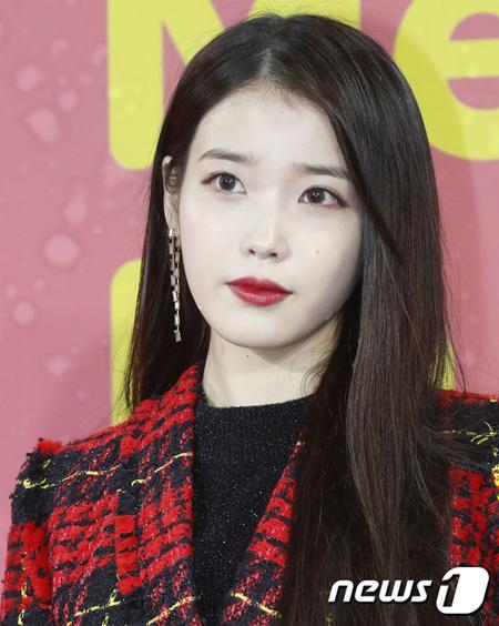 歌手IU、「ヒョリの民泊」シーズン2合流できず…ドラマ撮影日程のため(提供:news1)