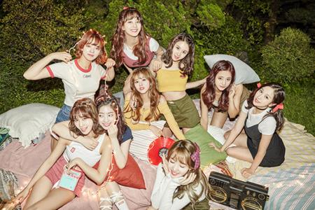 韓国のガールズグループブランド評判12月のデータ分析の結果、「TWICE」が1位、「Red Velvet」が2位、「LOVELYZ」が3位となった。(提供:OSEN)