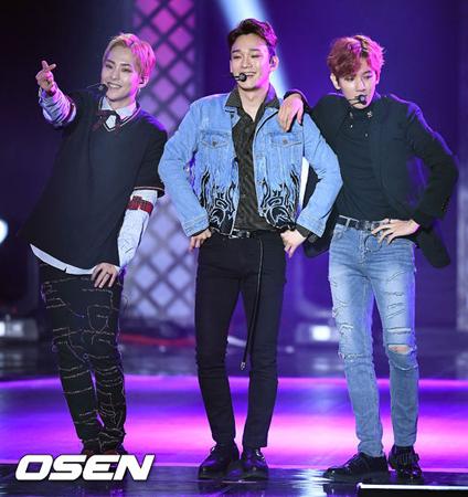 韓国ボーイズグループ「EXO」のユニット「EXO-CBX」が、文大統領が出席するイベントに同席することになった。(提供:OSEN)