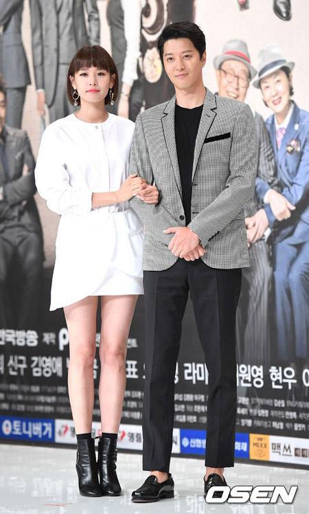 【公式】俳優イ・ドンゴン&チョ・ユンヒ夫妻、第一子となる女の子誕生