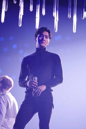 韓国アイドルグループ「SUPER JUNIOR」のコンサートに登場したチェ・シウォン(30)がファンの声援に感謝の意を伝えた。(提供:OSEN)