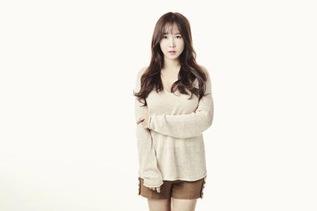 韓国ガールズグループ「CRAYON POP」の元メンバーで女優ホ・ミンソン(ウェイ、27)がクリエイティブ光と専属契約を結び、演技者としての本格的な活動に乗り出す。(提供:OSEN)