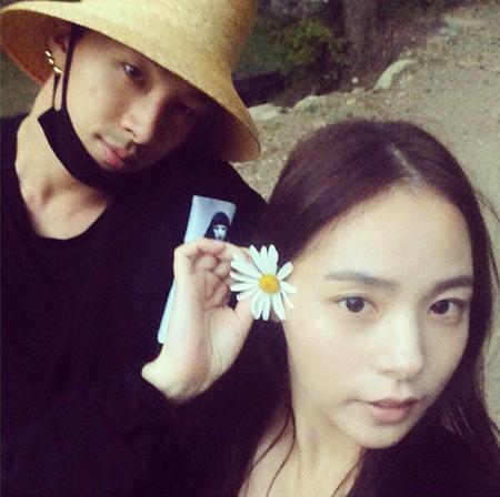 韓国女優ミン・ヒョリン(31)との結婚を発表したボーイズグループ「BIGBANG」メンバーのSOL(29)がSNSでファンに報告した。(提供:OSEN)