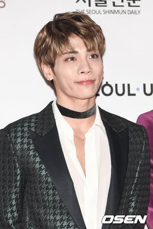 韓国ソウル・江南(カンナム)警察署側の関係者が、ボーイズグループ「SHINee」メンバーのジョンヒョン(27)が死亡したと明らかにした。(提供:OSEN)