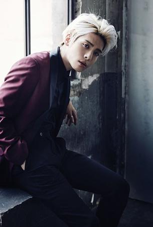 韓国ボーイズグループ「SHINee」メンバーのジョンヒョン(享年27)の死亡が伝えられ、ファンをはじめ、多くの人が胸を痛めている。(提供:OSEN)