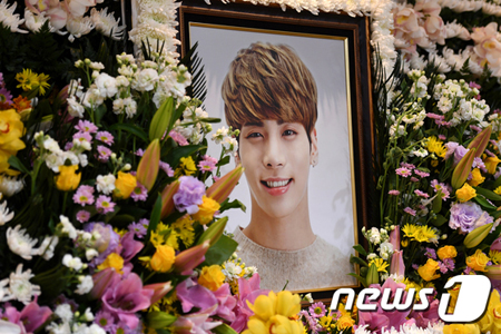 韓国女優チョン・ユミがパーソナリティを務めるラジオ番組で、故ジョンヒョン(SHINee)が作詞・作曲を手掛けた歌手イ・ハイの「BREATHE」を選曲して哀悼の意を表した。(提供:news1)