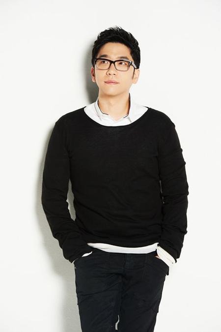 歌手イ・ジョク、故ジョンヒョン(SHINee)を追悼 「明るい光、裏面の暗闇…胸が痛い」(画像:OSEN)